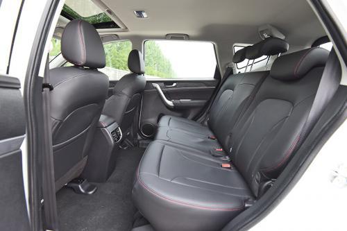 2019款哈弗M6 精英型7DCT后排坐席空间(主驾视角)