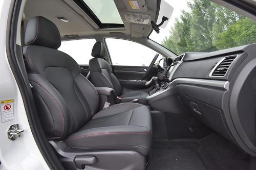 2019款哈弗M6 精英型7DCT前排坐席空间(主驾视角)