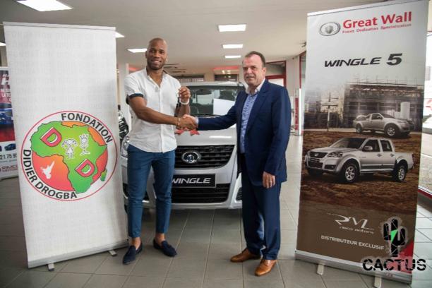 科特迪瓦经销商RIMCO 汽车公司向迪迪埃·德罗巴慈善协会捐赠风骏5