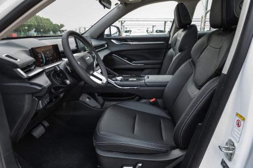 第三代哈弗H6 Pro前排坐席空间(副驾视角)