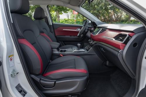新哈弗H6 Coupe自动豪华智联版前排坐席空间(主驾视角)