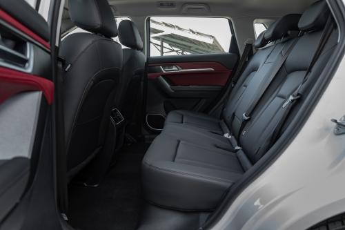 新哈弗H6 Coupe自动豪华智联版后排坐席空间(主驾视角)