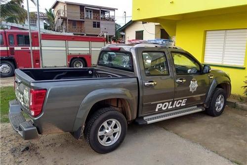 伯利兹32台警车交付 风骏皮卡扬威海外