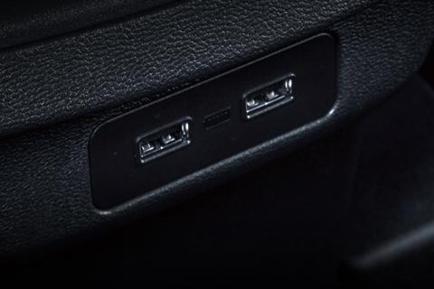 哈弗H6 后排双USB充电口